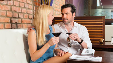 2 people on date drinking wine