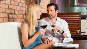 2 people on date drinking wine